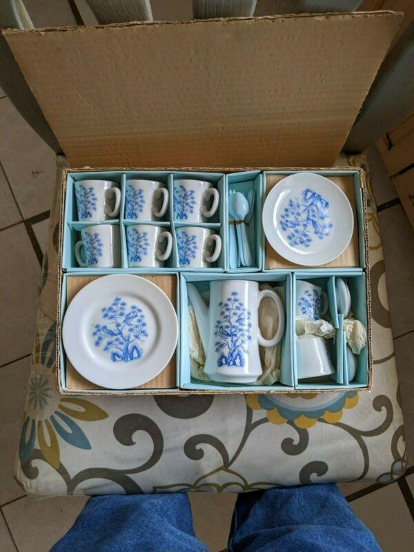 VINTAGE CHILDS PORCELAIN TEA SET BLUE BIRD DESIGN SERVES 6 TEA POT CREAMER SUGAR
