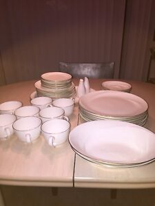 Wedgwood China Moving garage yard estate content clearance sale