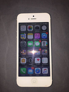 Excellent iPhone 5 locked with Bell London Ontario image 1