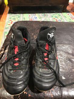Nike Tiempo 750 Soccer boots