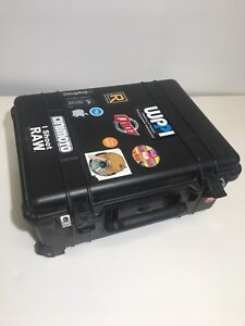 Pelican 1560 case with handle and wheels