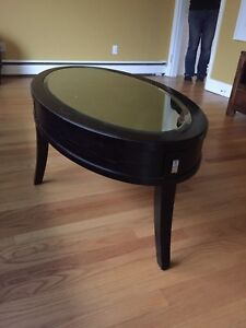 Oval coffee table with mirror