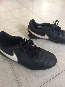 Boys size 4 soccer cleats with shin pads