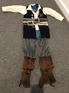 Disney pirates of the Caribbean dress up - jack sparrow. Size 3-4