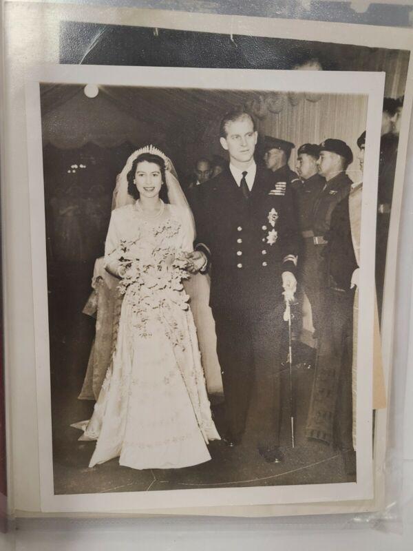 Royal Wedding Elizabeth & Philip Nov 1947 Nine original photos w/ AP write up