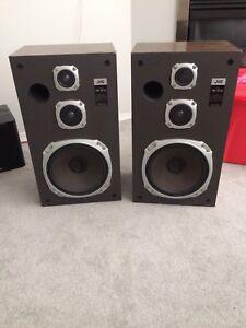2x JVC Speakers