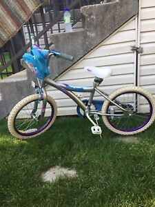 "Bike 14"" great condition/bicyclette 14"" bonne condition"
