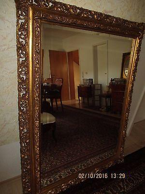 opulenter , großer Spiegel , sehr dekorativ , kunstvoller Rahmen