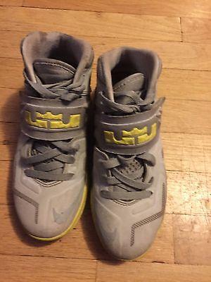 af0955d716c10e EUC Nike LeBron Zoom Soldier 7 VII Gray  Yellow. Sz.4.5