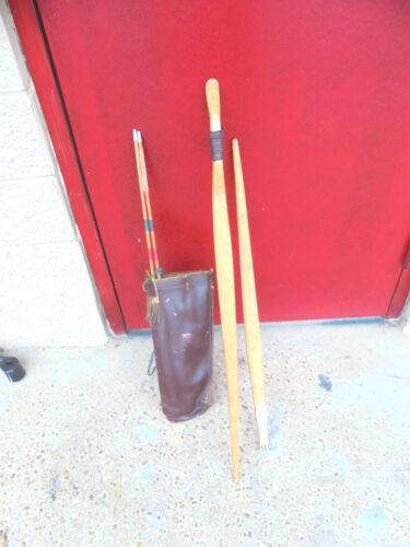 VINTAGE LONG BOW WITH  2 ARROWS