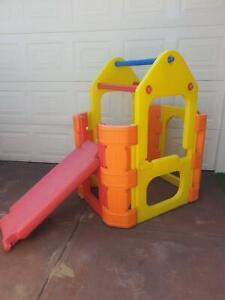 Playgym with reversible slide, swing bars and water play pipe