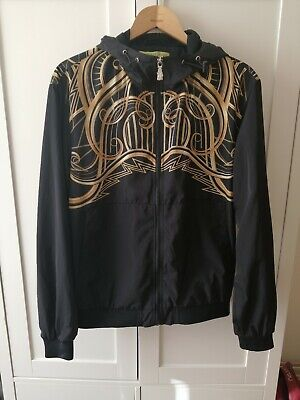 VERSACE BLACK & GOLD PRINTED V HOODIE - SIZE M - FASHION BEAUTY
