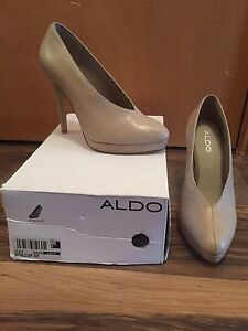 New never worn nude platform heels- Aldo shoes, Size 9