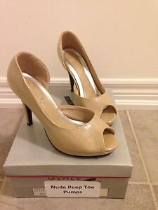 Suzy Shier nude peep toe pumps size 7