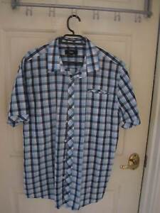 New !!! Man's Shirt  Size Med Landsdale Wanneroo Area Preview