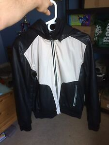Men's Medium Guess Leather Jacket Smoke Free Home