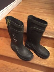 Size 12 steel toe rubber boots