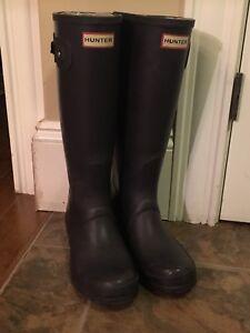 Women's tall size 6 purple Hunter boots
