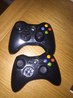 2 xbox 360 controllers