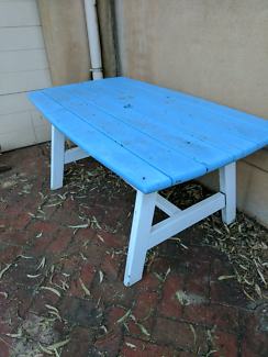 Timber outdoor table NO HOLDS
