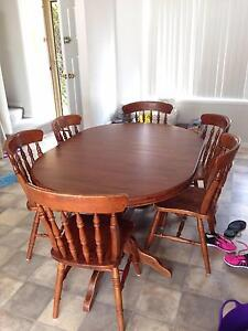 Dining table and chairs Wallsend Newcastle Area Preview