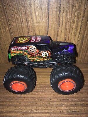 1/5000 Hot Wheels Monster Jam Halloween Grave Digger Diecast Monster Truck 1:64 - Grave Digger Halloween