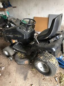 Riding lawnmower tractor