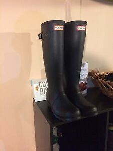 Size 7 1/2 hunter boots