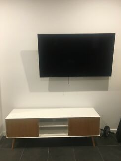 Wanted: TV Console