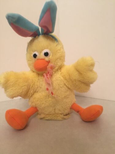 Easter Bunny - Chick - Chicken Dance - Animated - Claps Wings! - Giggles Int