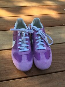 "Nike ""sprinter"" shoe in Mauve and white. Sz 8.5 (40) Like new!"