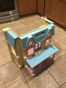 Fisher price fold out dollhouse