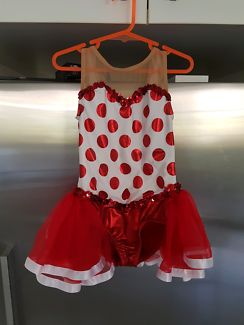 Girl size 5 to 7 dress up