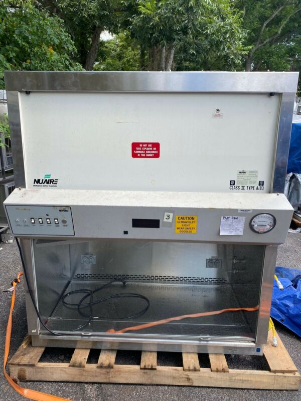 NUAIRE BIOLOGICAL SAFETY CABINET CLASS II TYPE A/B3 MODEL NU-425-400