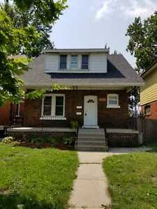 Newly Renovated 1 Bdrm unit w/ Large Living Room OPEN HOUSE FRI!