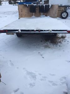 V nose sled trailer with ramp