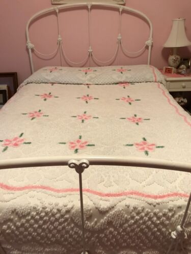 Vintage Girls CHENILLE BEDSPREAD White with Pink Flowers Full/ Double