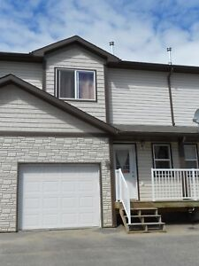 #1383 - 3 Bedroom Townhouse W/Garage $1450 Avail. Oct 1st