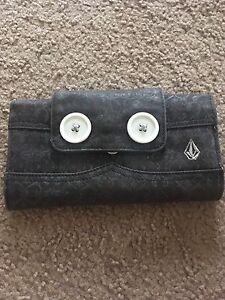 Black volcom ladies wallet Aberglasslyn Maitland Area Preview