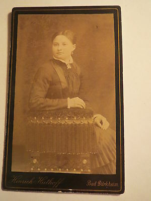 Bad Dürkheim - sitzende Frau im Reifrock - Portrait / CDV