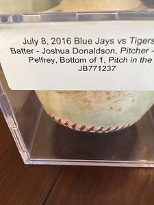 Josh Donaldson 2016 Pitch in the dirt