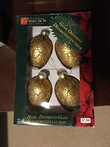 Christmas decorations acorns gold glitter