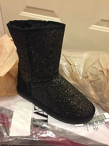 NEW Justfab short sparkly winter boots size 6