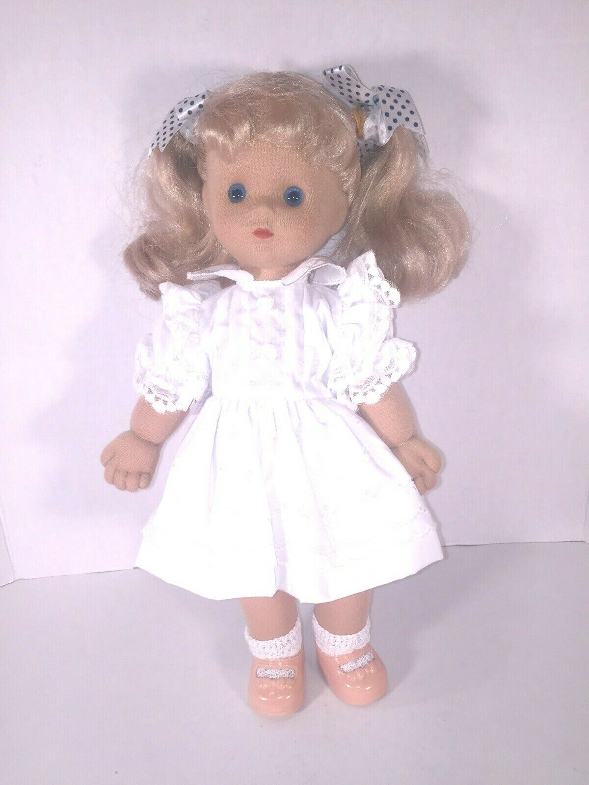 1986 Poseable Playmates Doll Blonde In a White Dress