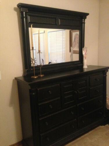 Mediterranen-style Dresser With Mirror
