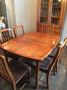 9 Piece Dining table and China cabinet