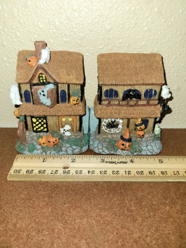 MINI HALLOWEEN HAUNTED HOUSE 3 INCH  W/SCENE INSIDE HINGED HOUSE