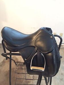 "Childeric 17.5"" DAC 1 Dressage Saddle Cambridge Kitchener Area image 3"