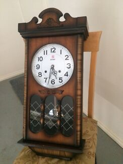 Wind up chime clock working with keys