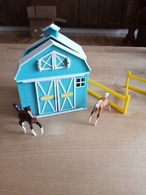 BREYER Stablemates Pocket Barn Blue Horse Stable w/ 2 Horses Mini Tiny Folding E